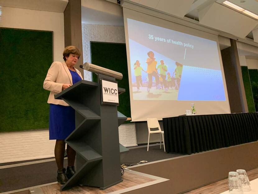 Decorative image: Councilmember Marianne de Visser speaks at the Conference in Wageningen